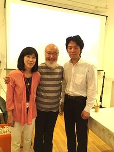 中央:寺山心一翁先生  右:弊社代表の片平 左:高井