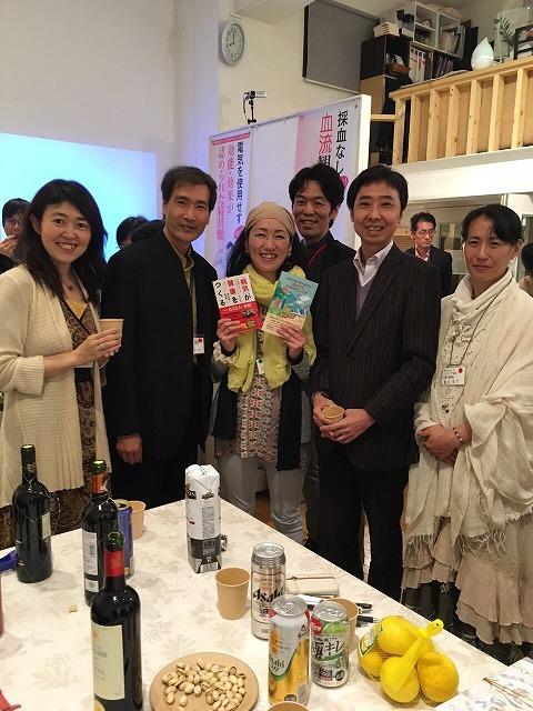 夜のパーティー時。上村雄彦先生、堀内良樹先生等と。