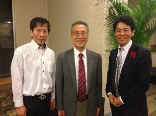 講演者3人で。 左から大谷氏、安保徹先生、片平